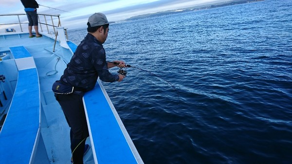 9月22日 午前船はスルメイカ船とスーパーライトジギングに出船!!。のサムネイル